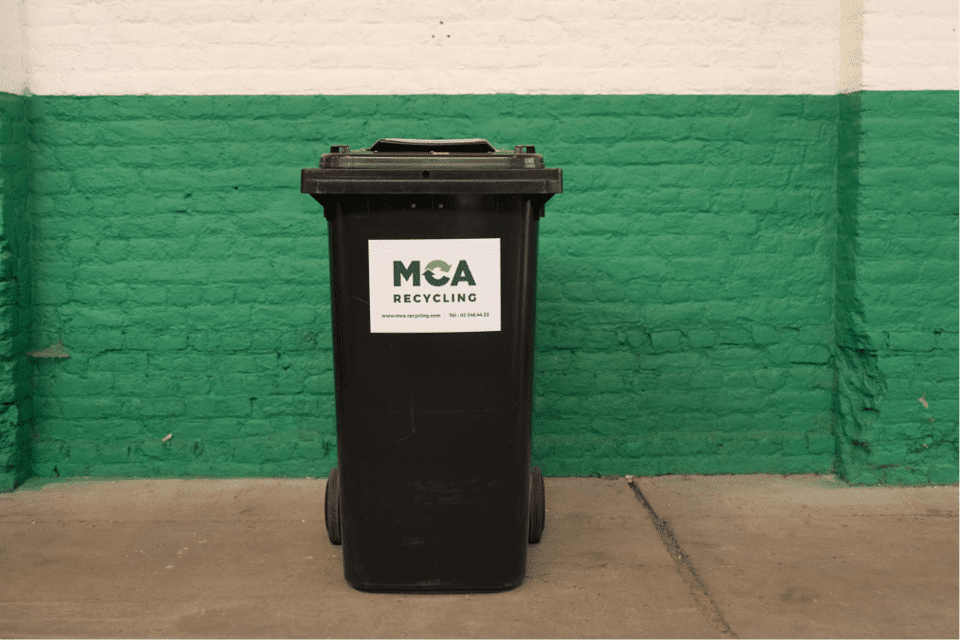 240-litre secure container. Use: confidential papers, hard disks, cassettes,…
