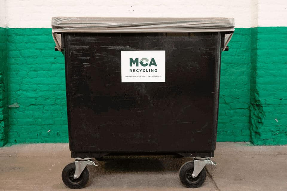 1,000-litre open container on castors. Use: paper/cardboard, plastics/metals/drinks cartons, unsorted waste, ,…